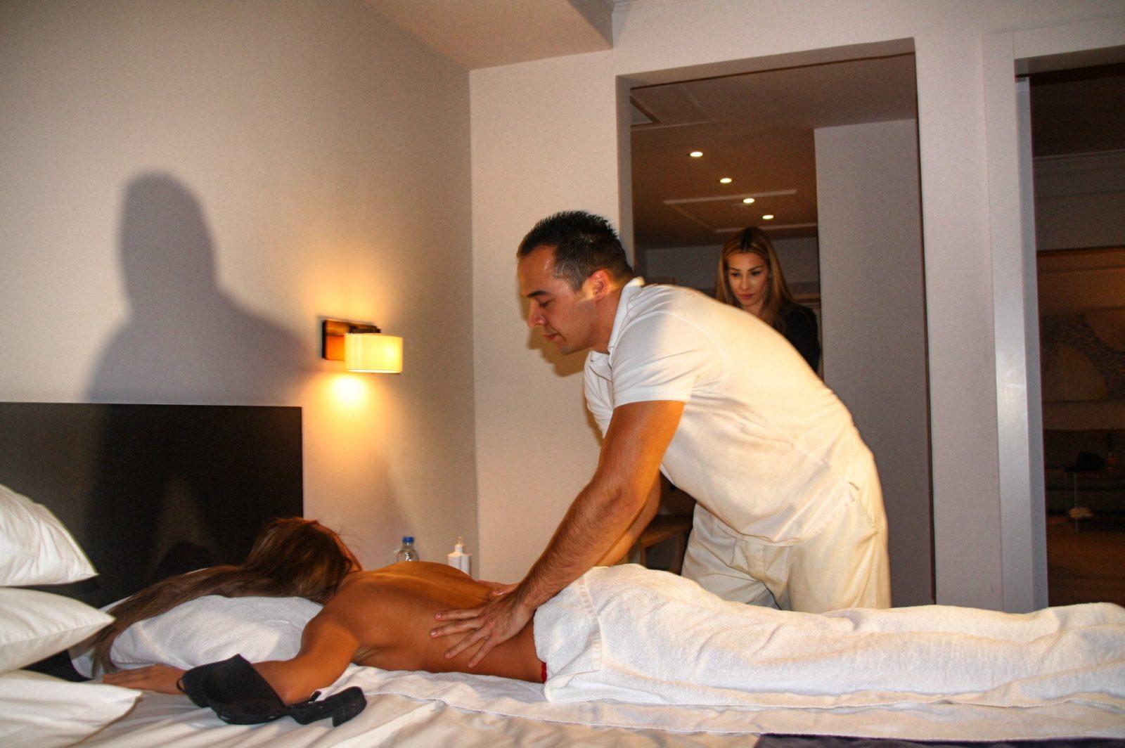 Šavija se masažom pripremala za reviju venčanica