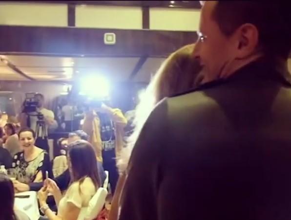 Sanja Marinković u koleginom zagrljaju ! (VIDEO)