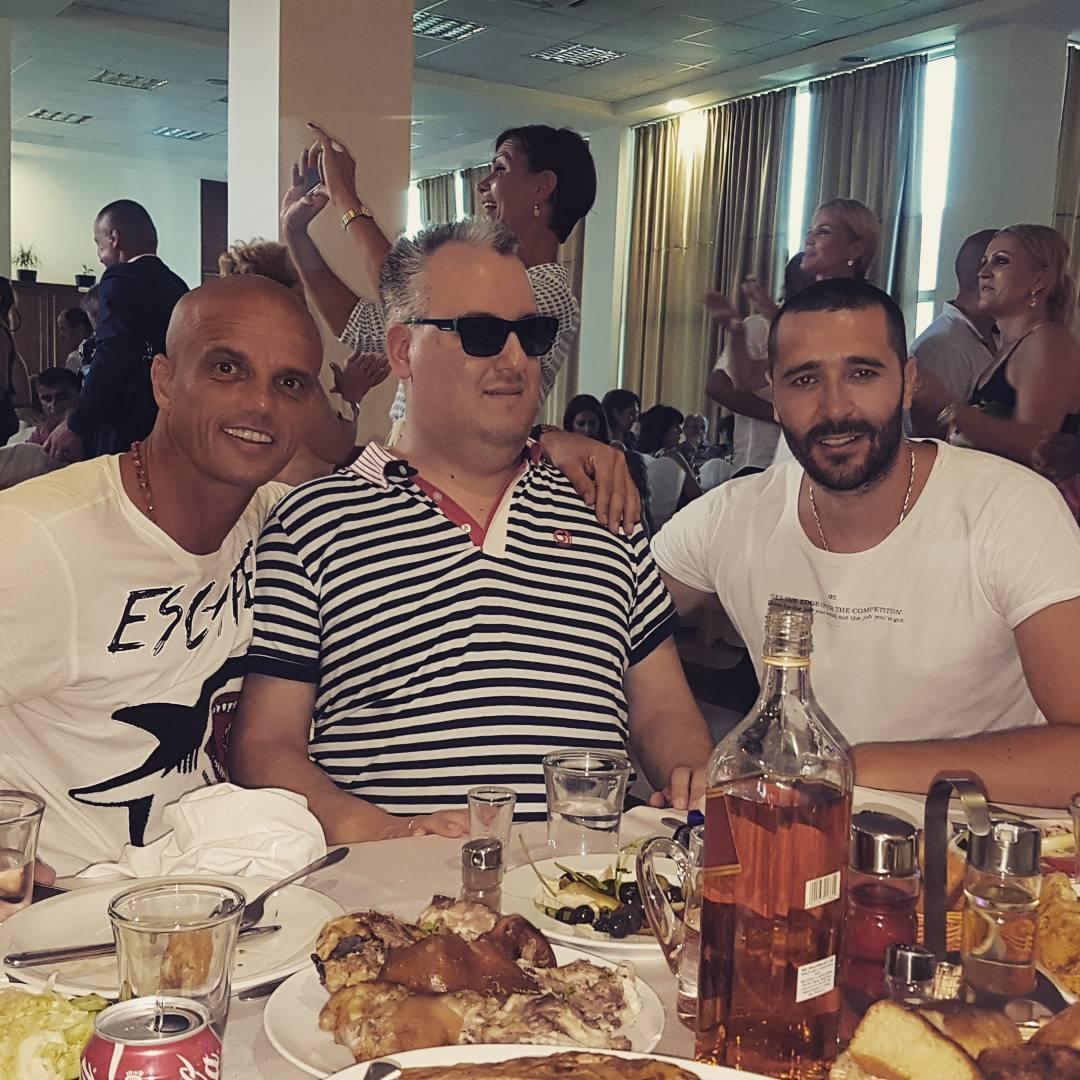 Veselo u porodici Rajović: Pevač organizovao slavlje za roditelje