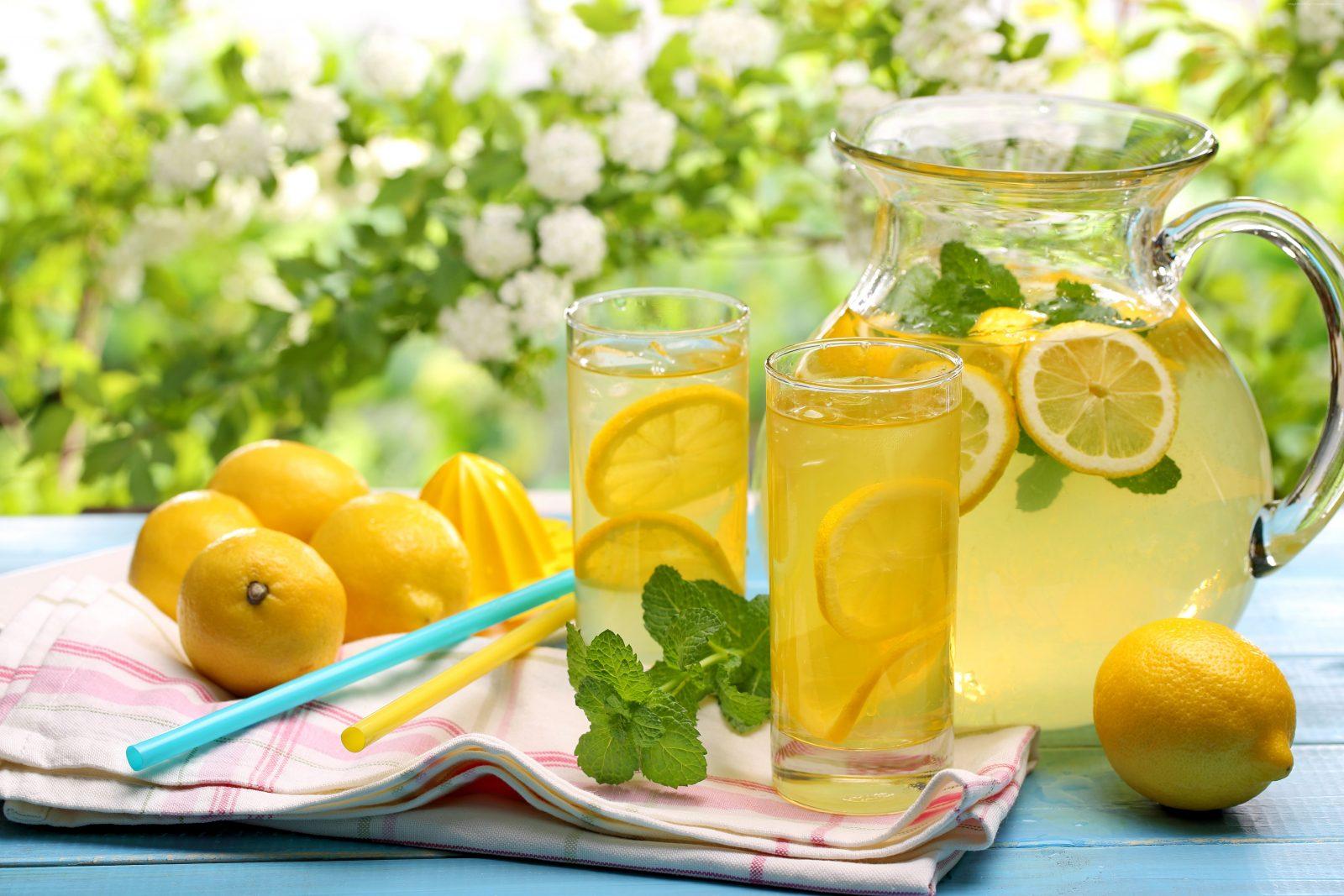 Limunada s medom i bosiljkom