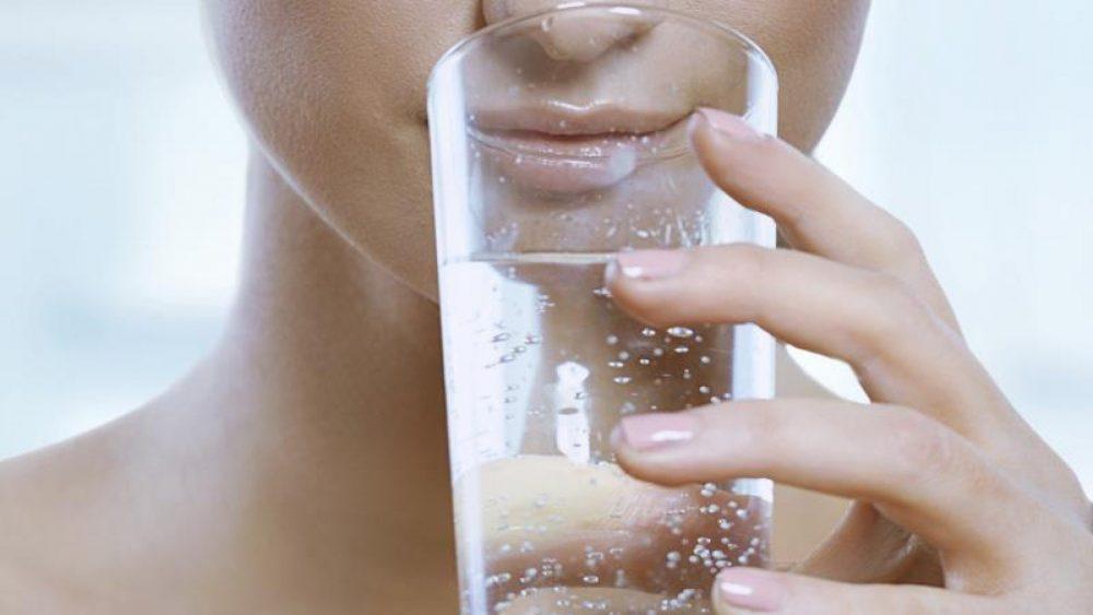 ČAŠA PROKUVANE VODE: Pijte ovo svako JUTRO u isto vreme i EVO šta će se dogoditi sa VAŠIM TELOM!
