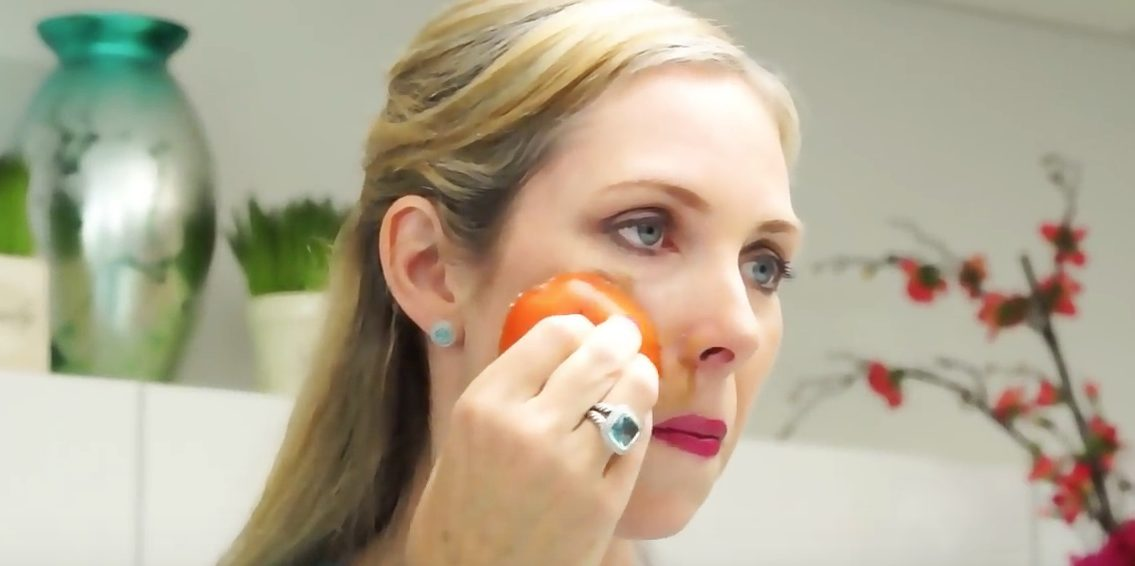Rešite se akni uz pomoć paradajza!