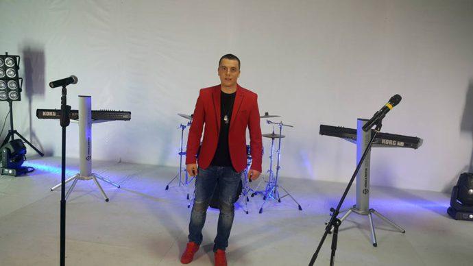Dejan Verić predstavio prvu pesmu!