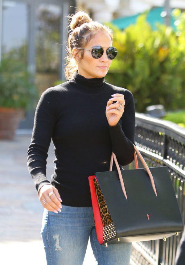 Melani Grifit, Dženifer Lopez, Ema Roberts i brojne poznate žene su ove jeseni odabrale komad odeće, koji nije baš omiljen među mladima u Srbiji