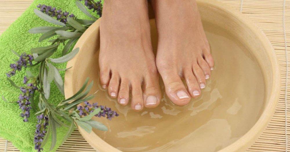 DODAJTE OVU NAMIRNICU U VODU ZA KUPKU I STOPALA ĆE BITI MEKA KAO PAMUK: recept za prirodnu masku koja će regenerisati vaša stopala