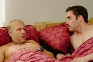Uhvaćeni na delu: Petar Strugar i Milan Kalinić bez donjeg veša u istom krevetu