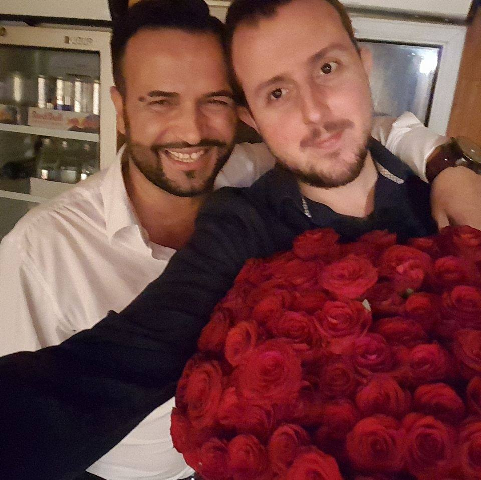"""Popularna klubska pevačica Darja Daka na sinoćnjem nastupu u kafani """"Čaršija"""" dobila 101 ružu od obožavaoca"""