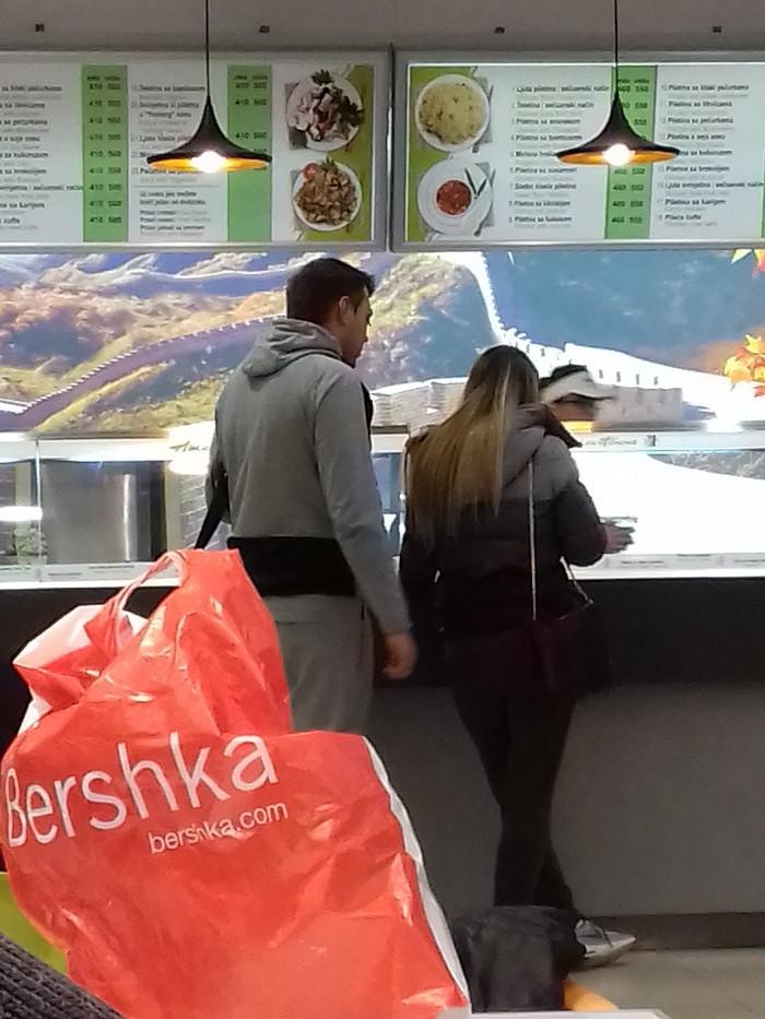 Sloba Vasić u shoping ipak bez policije!