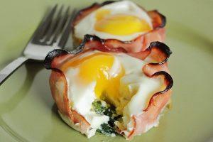Ne preskačite doručak! Predlažemo korpice od šunke i jaja!