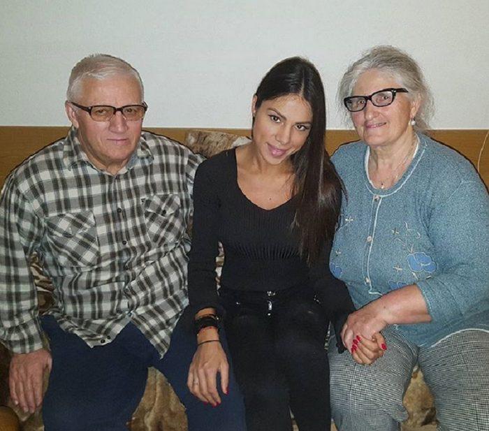 Ovo je BAKA AFRIKA! Sandra Afrika pokazala baku od koje je dobila mercedes i stan u Monte Karlu!