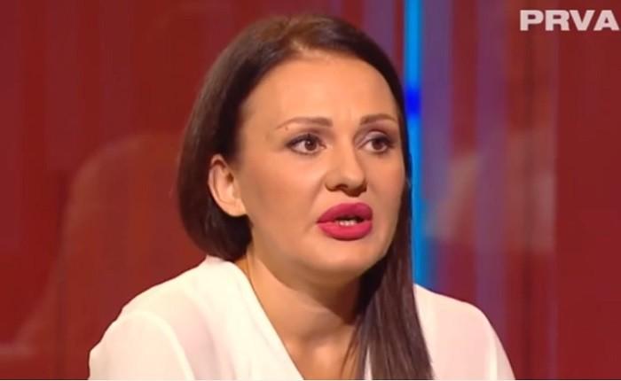 Jelena Nađ tvrdi da joj sin preti batinama!