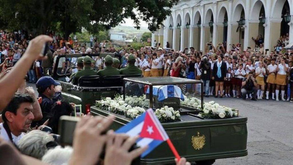Urna s pepelom Kastra stigla u Santjago de Kubu
