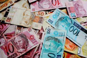 Oko 88 odsto Brazilaca veruje da finansijski uspeh dolazi od Boga, saopštio je danas brazilski insitut Datafolha