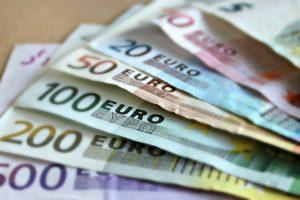 Dinar je danas ojačao prema evru za 0,1 odsto srednji kurs evra biće 123,4423 dinara
