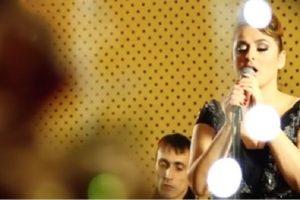 Prisetimo se: Ovako je izgledao novogodišnji show Dane Karić! (VIDEO)