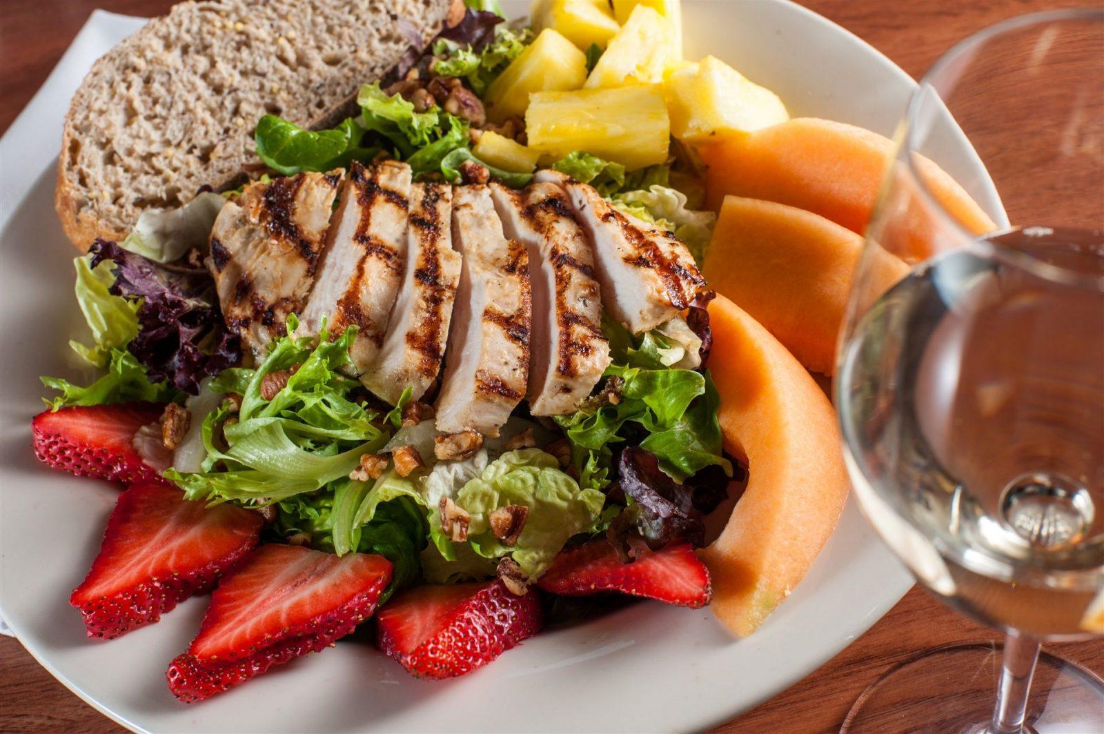 Ako planirate da ostanete vitki i zgodni, obavezno ručajte pre 3 popodne.