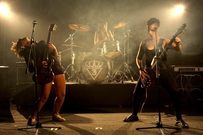 """Žestok ženski bend """"Tri kapljice"""" predstavlja prvi singl!"""