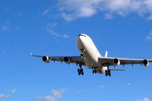Indijska aviokompanija bebi dala doživotno besplatne letove jer je rođena u avionu