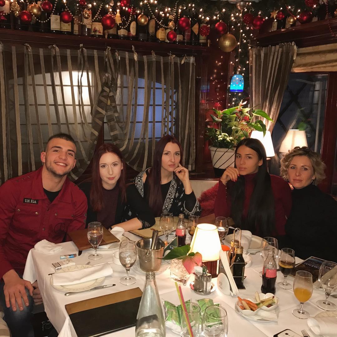Sve planove su odložili i svoje vreme podredili polusestri: Veljko, Anastasija i Sofiju u zajedničkom provodu (FOTO)