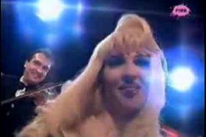 Folk nastup Jelene Karleuše: Ovako diva peva SELJOBERSKE pesme! (VIDEO)