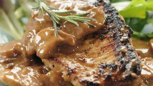 Recept dana: Svinjske šnicle sa samabal sosom i kajsijama