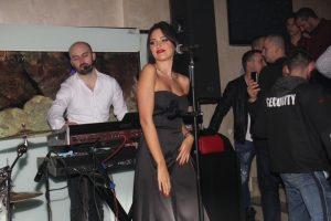 Dok je Aleksandra Prijović pevala, Filip slavio sa društvom!