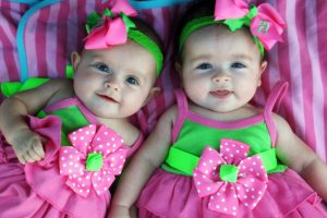 Bebe su rođene sa četiri minuta razlike, NISU isto godište
