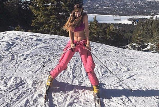 Nije joj hladno! Kebina ćerka se skinula na sred ski staze!