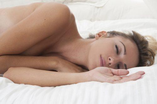 Stručnjaci savetuju: Na spavanje bez gaća!