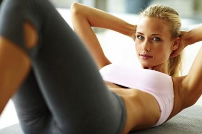 3 jednostavne vežbe za kućni trening – zategnite telo u 15 minuta!