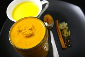 Zlatna pasta: Napravite lek koji će dotući grip, prehladu i upale! (Recept)