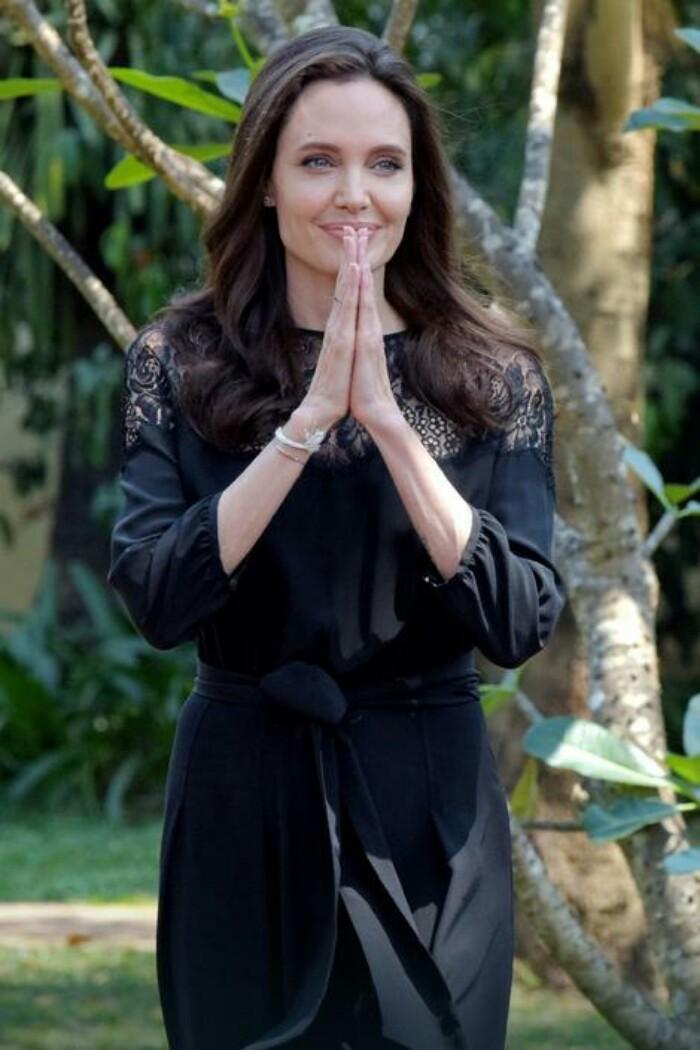 Anđelina Džoli PRVI PUT zvanično u javnosti i evo kako izgleda