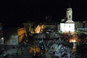 Oko 4.500 ljudi na protestu zbog otkazivanja koncerta Vlada Georgieva (VIDEO)