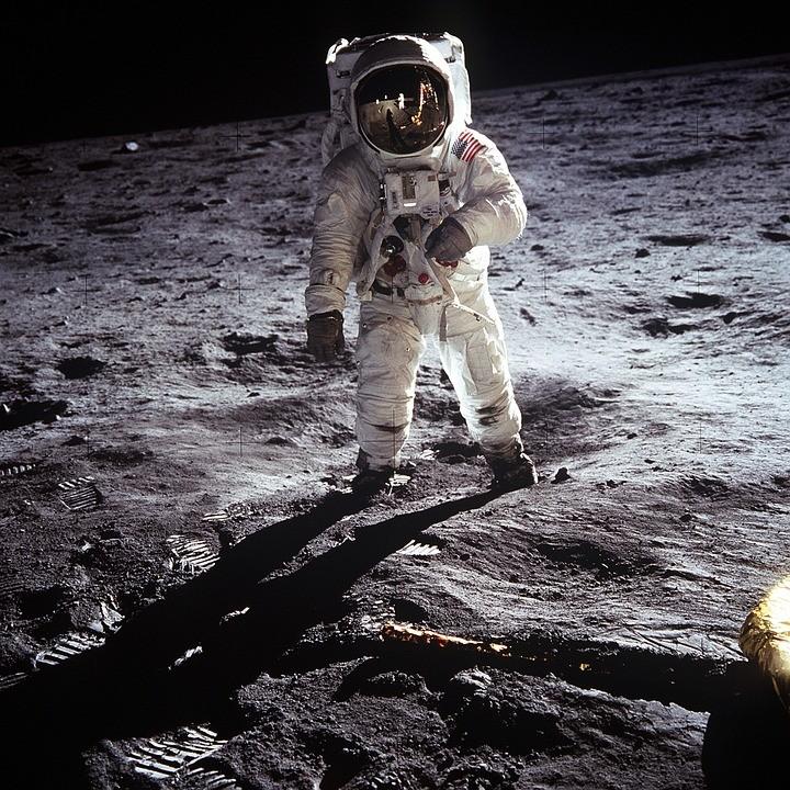 PUT U SVEMIR: Roskosmos u potrazi za astronautima koji će hodati po Mesecu