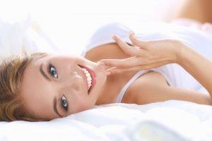 Plastični hirurg otkriva: 5 navika zbog kojih vam grudi postaju opuštenije!
