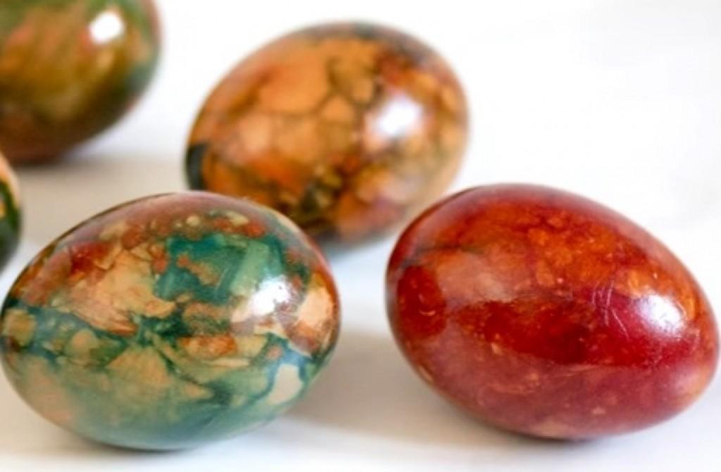 Mermerna jaja iz lukovine: Potpuno prirodno, ne može da ne uspe! (VIDEO)