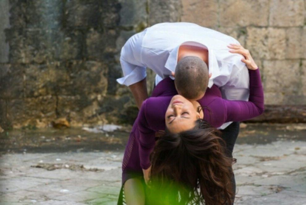 Ceca Ražnatović u zagrljaju zgodnog manekena
