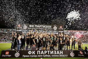Fudbaleri Partizana nastavili slavlje u kafani!