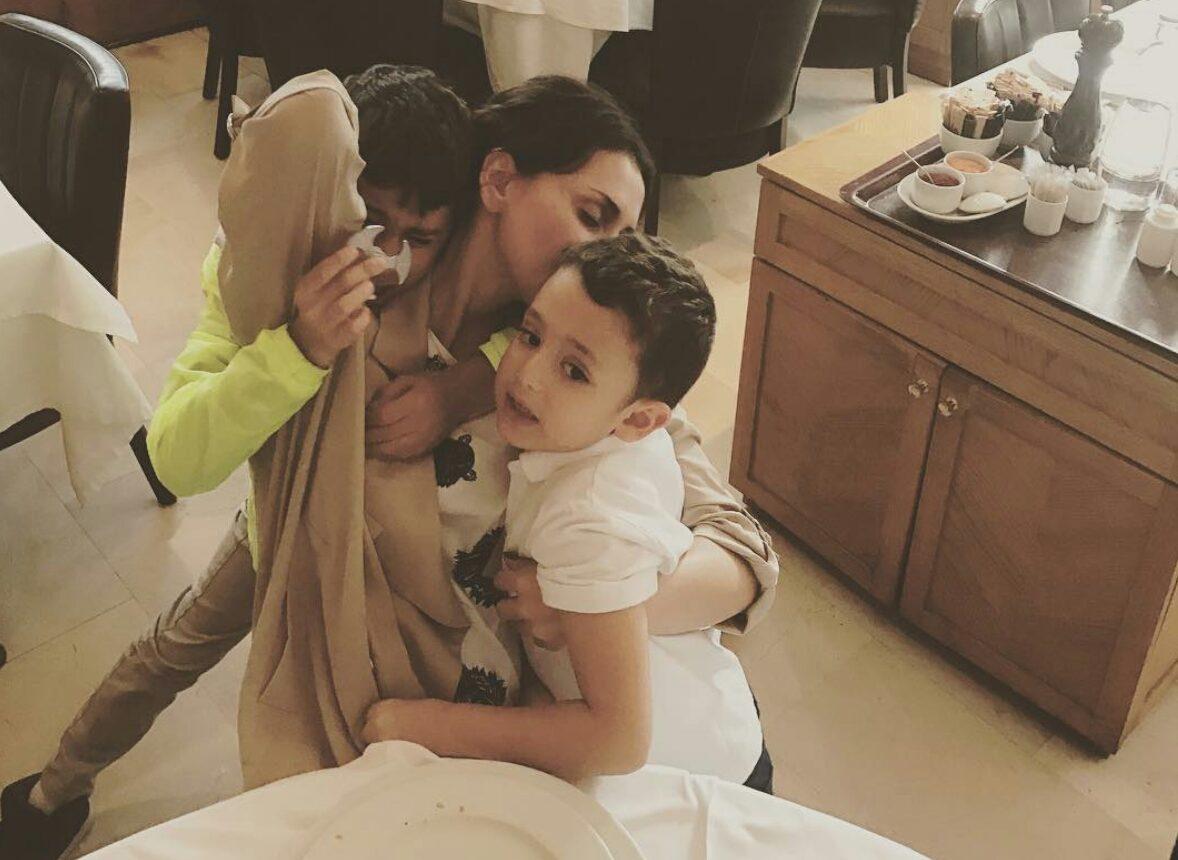 Emina ostala sama sa sinovima u luksuznoj kući?!