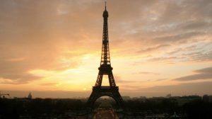 Evo zašto je 1 posle ponoći najbolje vreme za posetu Ajfelovom tornju!