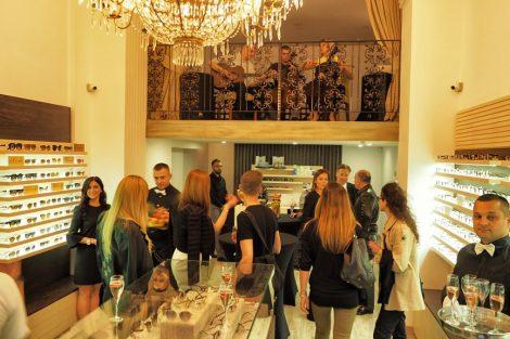 Letele hiljade evrića: Poznati blokirali novu radnju Bottega by Diopta u Beogradu!