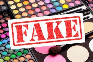 Sve više lažne šminke na internetu - devojke, oprez!