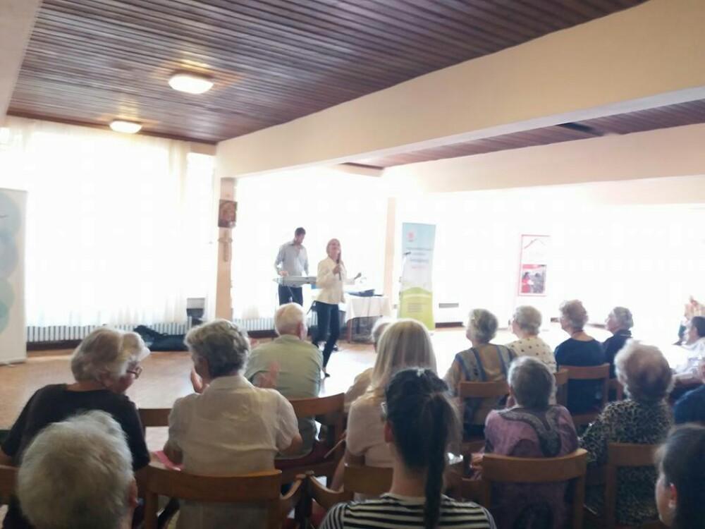 Jasna Đokić održala koncert za stara lica u Gerentološkom centru! ,,Pevali su moje pesme''