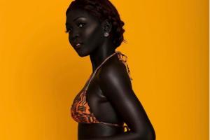 Model iz Južnog Sudana i danas trpi uvrede zbog neobično tamnog tena