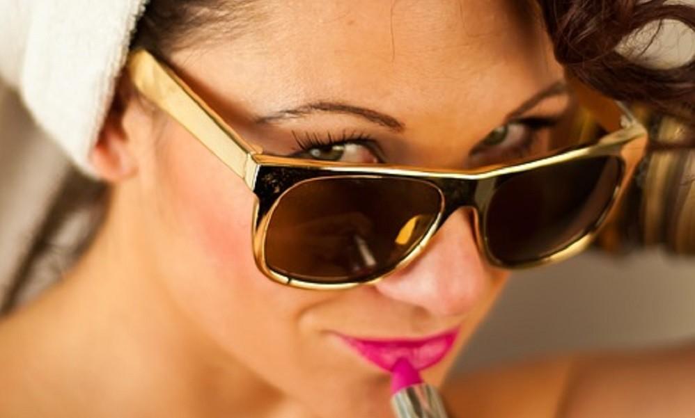 Jednostavni trikovi kako da smanjite nadutost lica nakon ludog provoda!