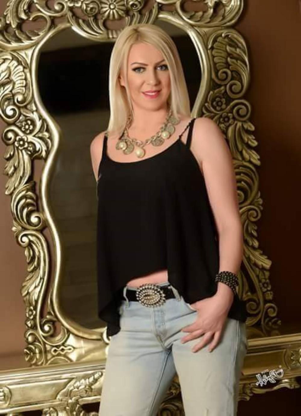 Njena lepota će vas očarati, upoznajte komšinicu Burak Ozčivit!