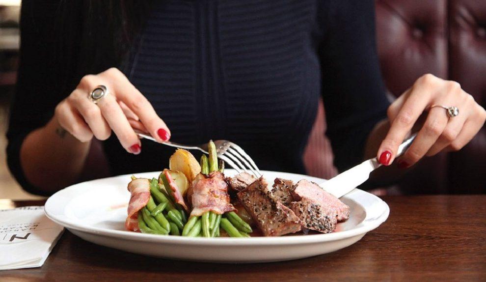 Nije reč o mršavljenju: Zašto je važno da večerate pre 18 časova!