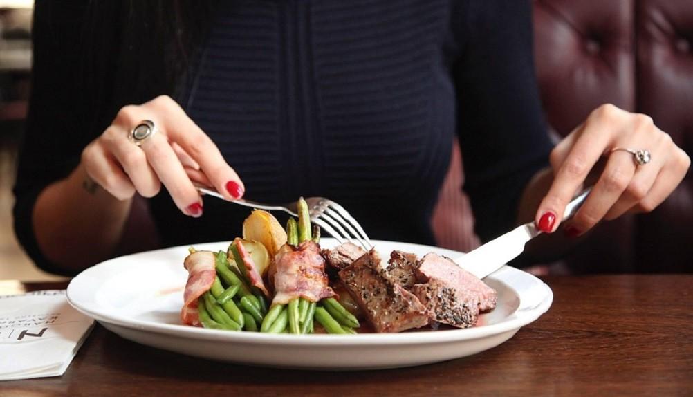"""Da li se želudac zaista """"smanji"""" kad jedete manje?"""