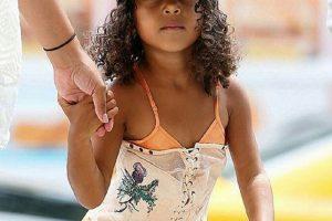 Evo šta je Kim odgovorila na prozivke da je 4-godišnjoj ćerki obukla korset!