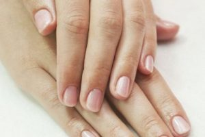 Bele tačkice na noktima nisu uvek dobroćudne: Evo kako vam nokti mogu otkriti ozbiljne bolesti
